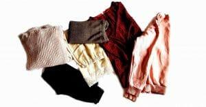 Polyester vs. bavlna, oblečenie rôznych materiálov a farieb