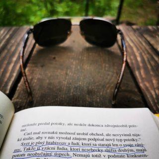 Takéto múdrosti nasávam na chatke, kde sa nedá nemať sa dobre 😇 dávame si trosku reset a potom zas plnou parou vpred 🤯 A ty ako? Oddychuješ? 🦋🐌🕸️💮🌸 . . #relax #leto2020 #oddych #chata #vlese #citaty #sebarozvoj ale hlavne #pohoda